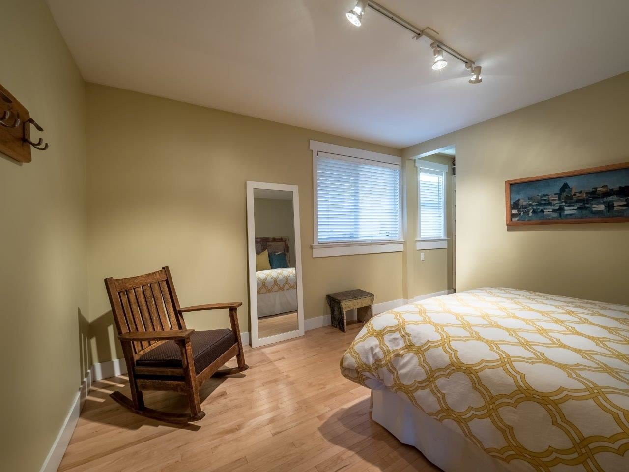 Photo 12: Photos: 345 BEACHVIEW DRIVE in North Vancouver: Dollarton House for sale : MLS®# R2035403
