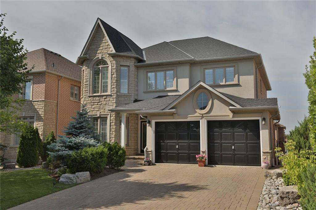 Main Photo: 2487 Upper Valley Cres in : 1015 - RO River Oaks FRH for sale (Oakville)  : MLS®# 30526916