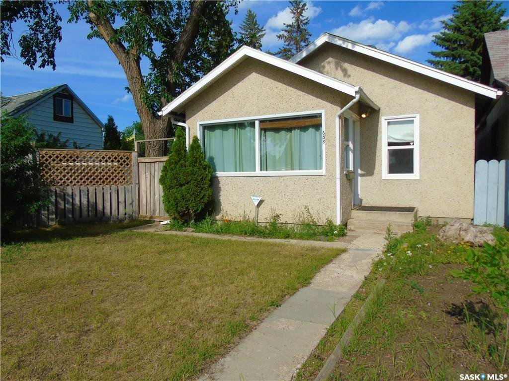 Main Photo: 638 M Avenue South in Saskatoon: King George Residential for sale : MLS®# SK837464