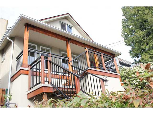 Main Photo: 272 E OSBORNE Road in North Vancouver: Upper Lonsdale House for sale : MLS®# V946375