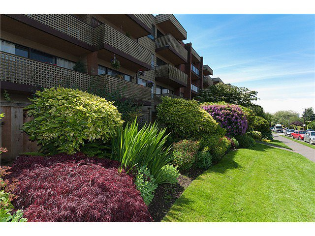 "Photo 9: Photos: # 416 2366 WALL ST in Vancouver: Hastings Condo for sale in ""LANDMARK MARINER"" (Vancouver East)  : MLS®# V1010845"