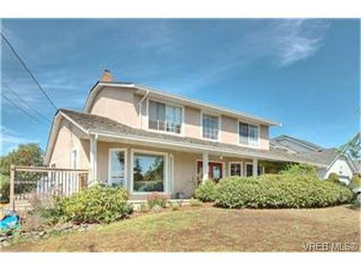 Main Photo: 3452 Sunheights Drive in VICTORIA: Co Triangle Single Family Detached for sale (Colwood)  : MLS®# 235904