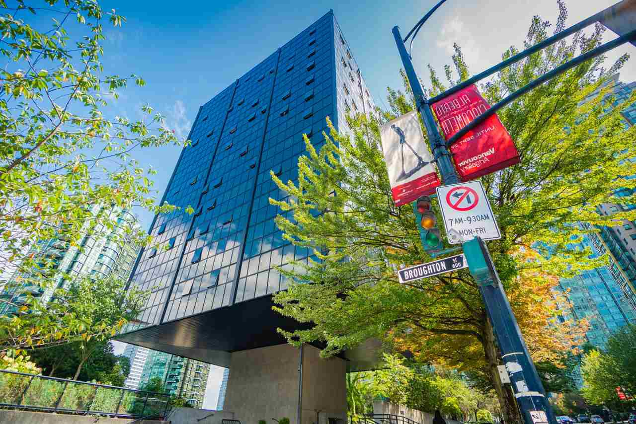 "Main Photo: 1215 1333 W GEORGIA Street in Vancouver: Coal Harbour Condo for sale in ""THE QUBE"" (Vancouver West)  : MLS®# R2401153"