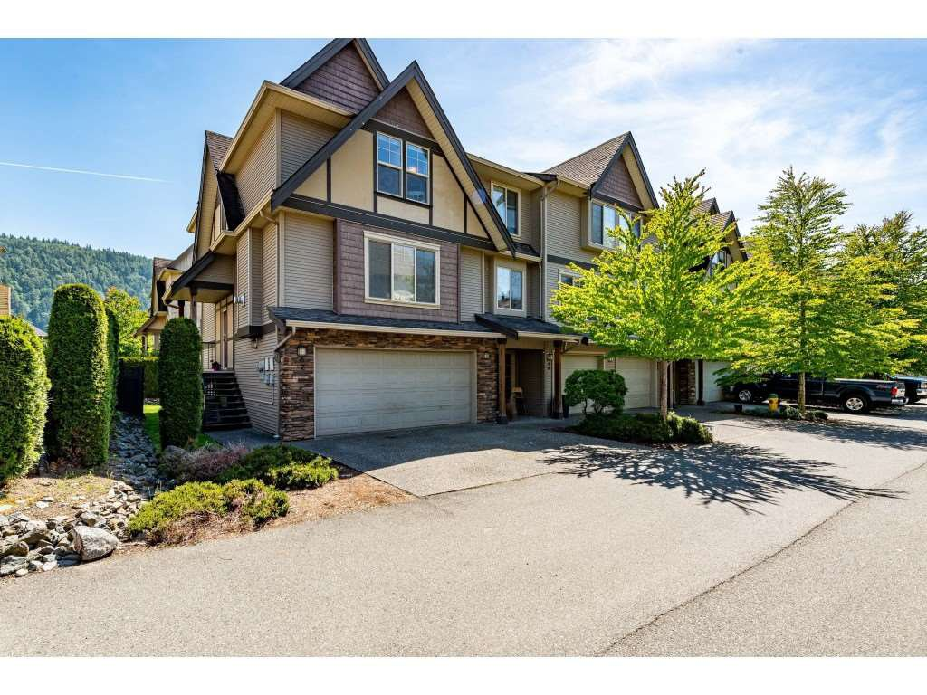 "Main Photo: 67 5556 PEACH Road in Chilliwack: Vedder S Watson-Promontory Townhouse for sale in ""The gables At River's Bend"" (Sardis)  : MLS®# R2467438"
