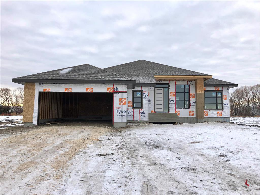 Main Photo: 21 Bridlewood Way in Oak Bluff: RM of MacDonald Residential for sale (R08)  : MLS®# 202029030