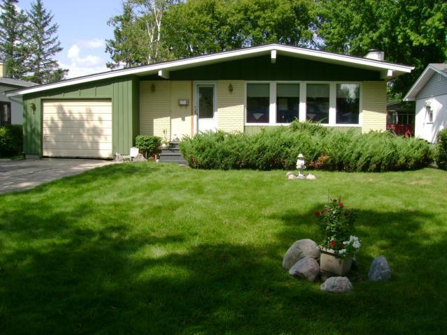 Main Photo: 108 Roselawn Bay in WINNIPEG: North Kildonan Residential for sale (North East Winnipeg)  : MLS®# 1216897