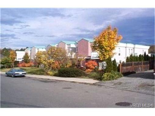 Main Photo:  in VICTORIA: SE Quadra Row/Townhouse for sale (Saanich East)  : MLS®# 363495