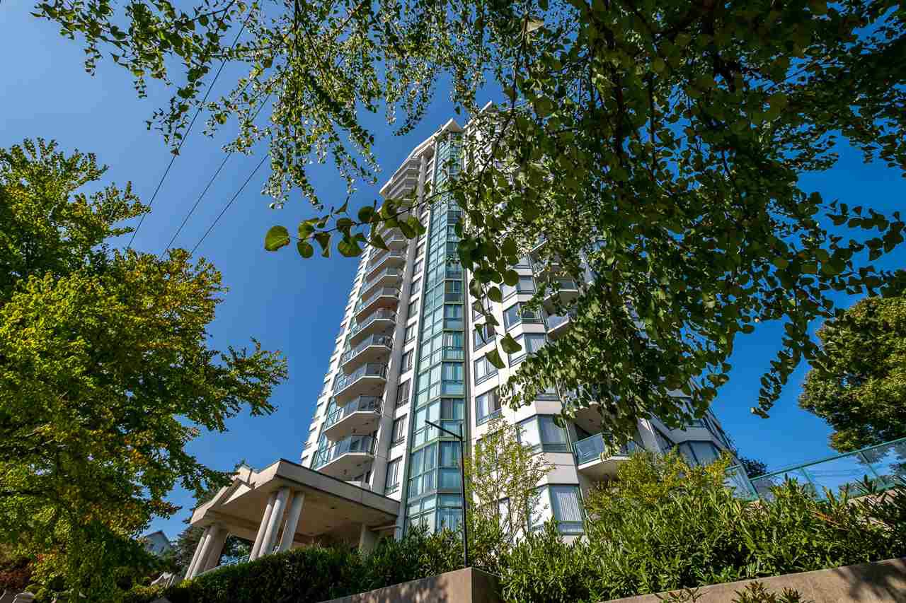 "Main Photo: 706 121 TENTH Street in New Westminster: Uptown NW Condo for sale in ""Vista Royale"" : MLS®# R2394958"