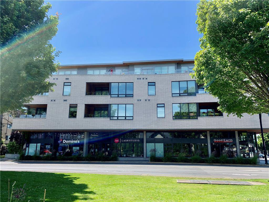Fantastic location across from a lovely park & amenities