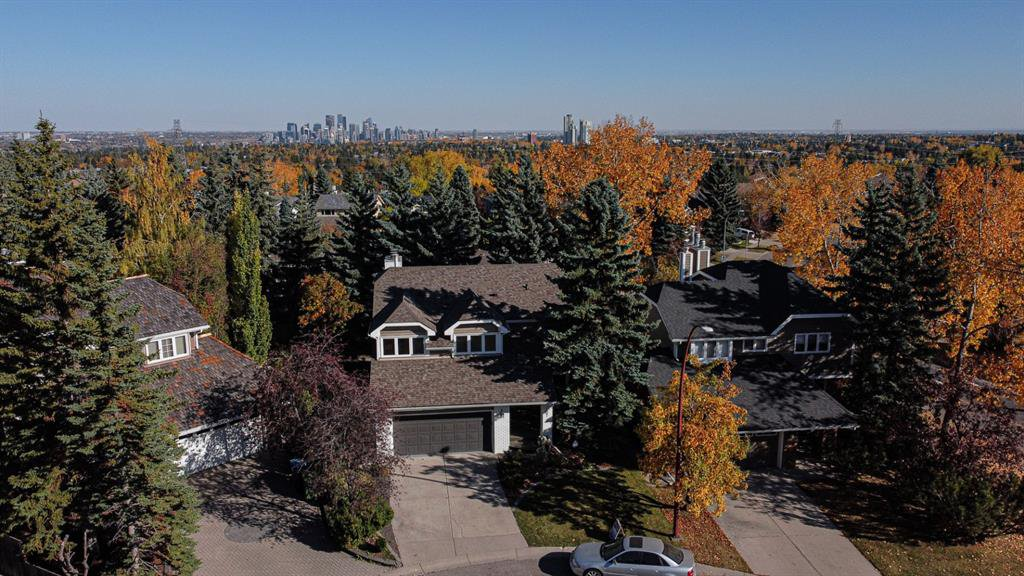 Main Photo: 107 Stravanan Bay SW in Calgary: Strathcona Park Detached for sale : MLS®# A1039236