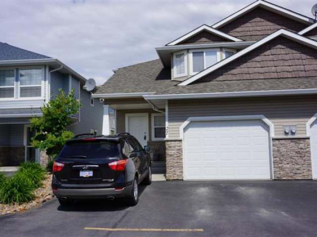 Main Photo: 1945 GRASSLANDS BLVD in Kamloops: Batchelor Heights Residential Attached for sale : MLS®# 109939