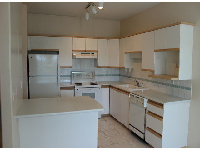 """Photo 3: Photos: 314 20680 56TH Avenue in Langley: Langley City Condo for sale in """"CASSOLA COURT"""" : MLS®# F1417789"""
