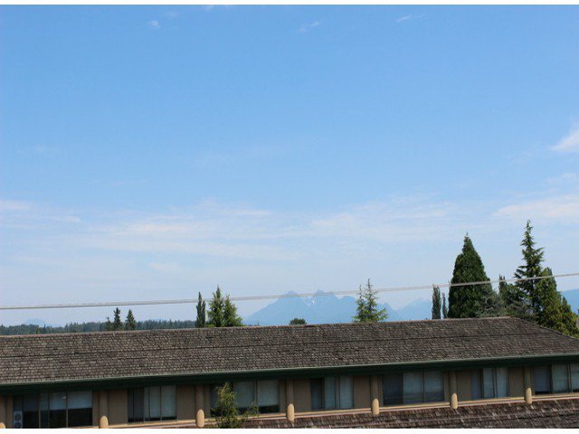 """Photo 12: Photos: 314 20680 56TH Avenue in Langley: Langley City Condo for sale in """"CASSOLA COURT"""" : MLS®# F1417789"""