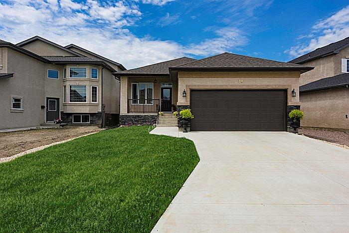 Main Photo: 18 Allincite Road in Winnipeg: West Kildonan / Garden City Single Family Attached for sale (North West Winnipeg)  : MLS®# 1601285