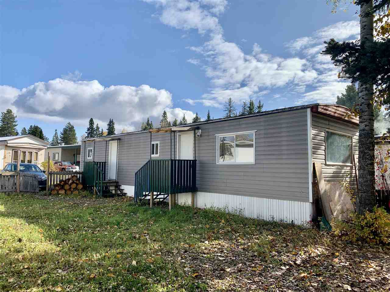 "Main Photo: 55 95 LAIDLAW Road in Smithers: Smithers - Rural Manufactured Home for sale in ""MOUNTAINVIEW MOBILE HOME PARK"" (Smithers And Area (Zone 54))  : MLS®# R2411956"