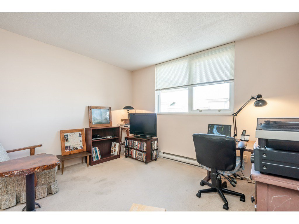 """Photo 11: Photos: 404 10523 UNIVERSITY Drive in Surrey: Whalley Condo for sale in """"GRANDVIEW COURT"""" (North Surrey)  : MLS®# R2445148"""