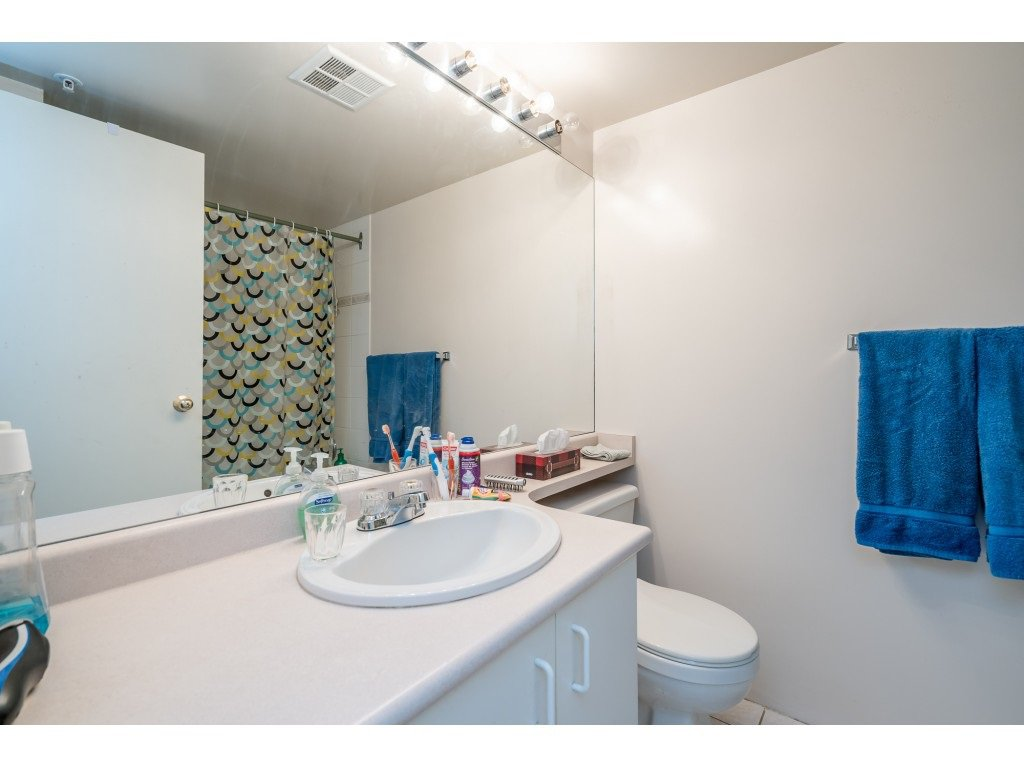 """Photo 8: Photos: 404 10523 UNIVERSITY Drive in Surrey: Whalley Condo for sale in """"GRANDVIEW COURT"""" (North Surrey)  : MLS®# R2445148"""