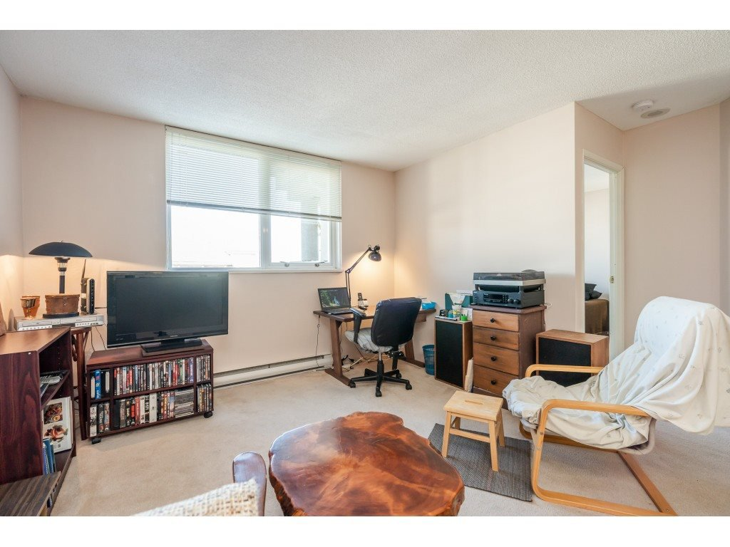 """Photo 13: Photos: 404 10523 UNIVERSITY Drive in Surrey: Whalley Condo for sale in """"GRANDVIEW COURT"""" (North Surrey)  : MLS®# R2445148"""