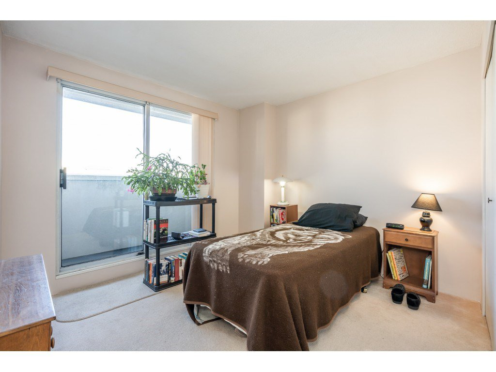 """Photo 16: Photos: 404 10523 UNIVERSITY Drive in Surrey: Whalley Condo for sale in """"GRANDVIEW COURT"""" (North Surrey)  : MLS®# R2445148"""