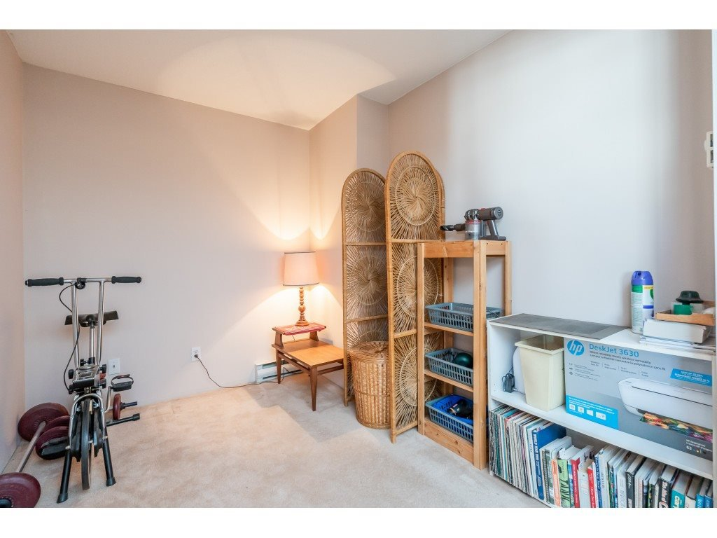 """Photo 15: Photos: 404 10523 UNIVERSITY Drive in Surrey: Whalley Condo for sale in """"GRANDVIEW COURT"""" (North Surrey)  : MLS®# R2445148"""