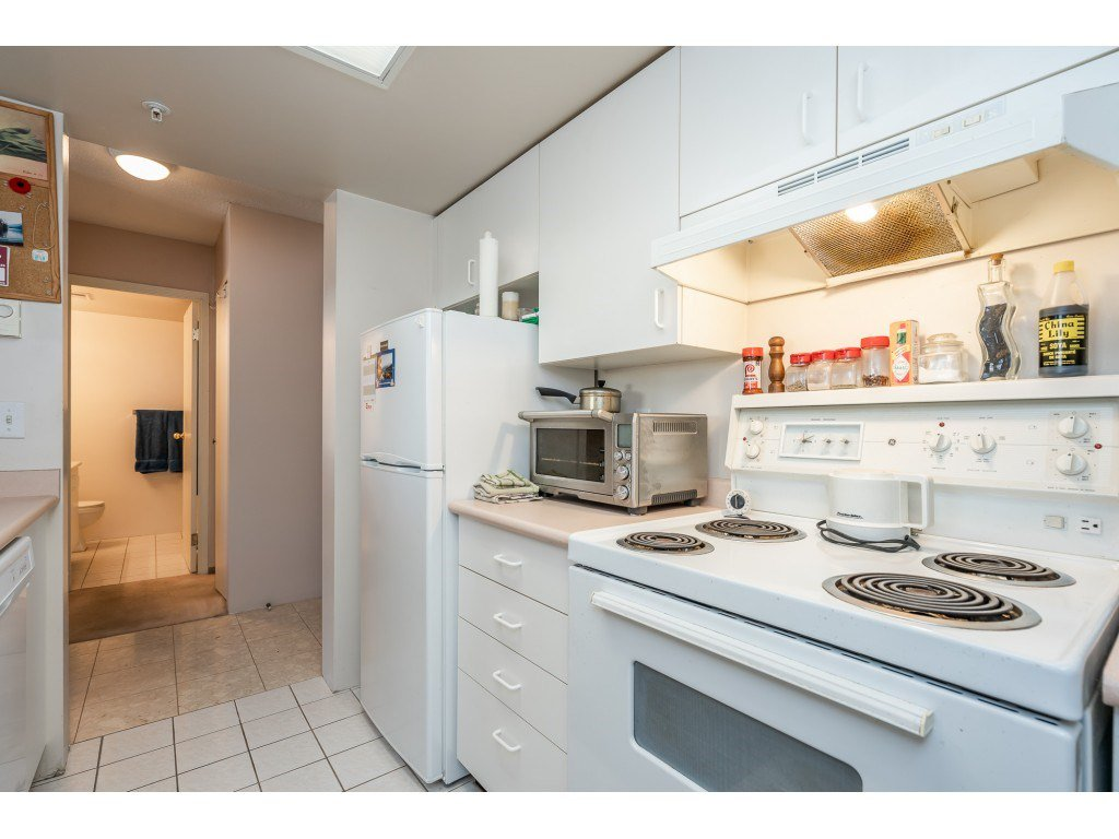 """Photo 6: Photos: 404 10523 UNIVERSITY Drive in Surrey: Whalley Condo for sale in """"GRANDVIEW COURT"""" (North Surrey)  : MLS®# R2445148"""