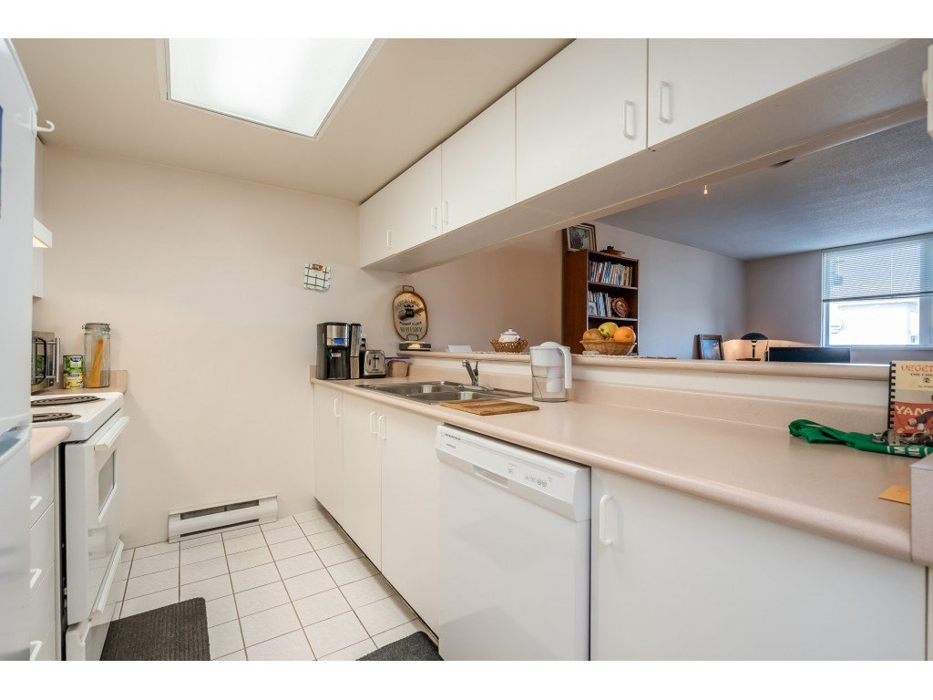 """Photo 5: Photos: 404 10523 UNIVERSITY Drive in Surrey: Whalley Condo for sale in """"GRANDVIEW COURT"""" (North Surrey)  : MLS®# R2445148"""