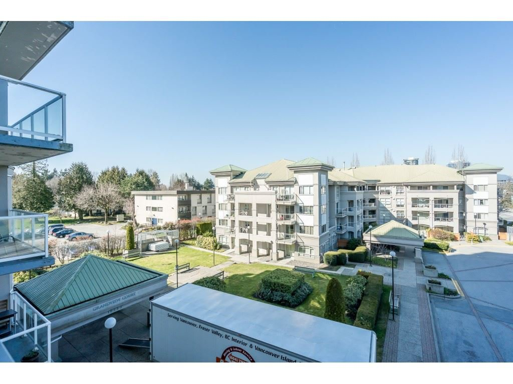 """Photo 17: Photos: 404 10523 UNIVERSITY Drive in Surrey: Whalley Condo for sale in """"GRANDVIEW COURT"""" (North Surrey)  : MLS®# R2445148"""