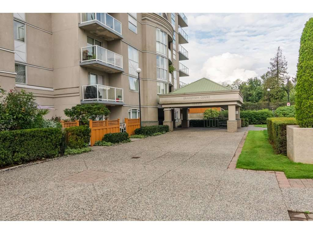 """Photo 2: Photos: 404 10523 UNIVERSITY Drive in Surrey: Whalley Condo for sale in """"GRANDVIEW COURT"""" (North Surrey)  : MLS®# R2445148"""