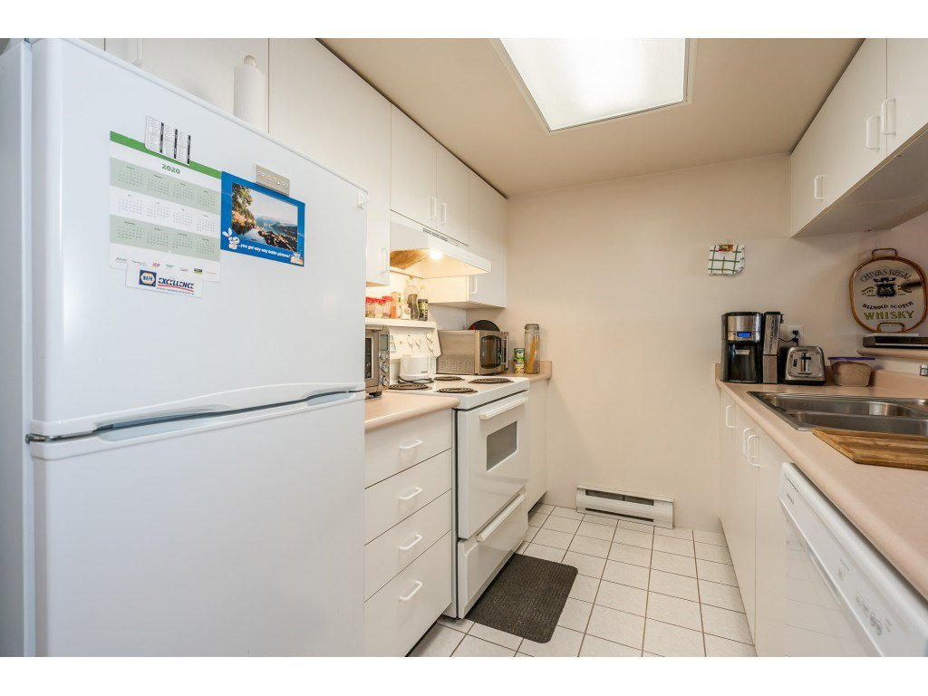 """Photo 4: Photos: 404 10523 UNIVERSITY Drive in Surrey: Whalley Condo for sale in """"GRANDVIEW COURT"""" (North Surrey)  : MLS®# R2445148"""