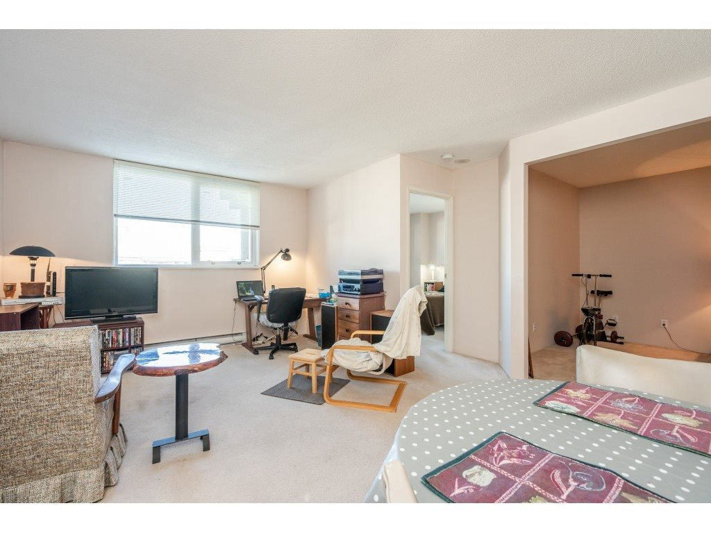 """Photo 12: Photos: 404 10523 UNIVERSITY Drive in Surrey: Whalley Condo for sale in """"GRANDVIEW COURT"""" (North Surrey)  : MLS®# R2445148"""