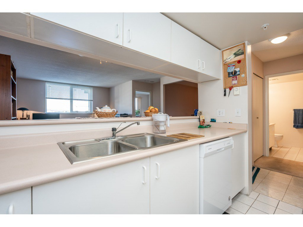 """Photo 7: Photos: 404 10523 UNIVERSITY Drive in Surrey: Whalley Condo for sale in """"GRANDVIEW COURT"""" (North Surrey)  : MLS®# R2445148"""