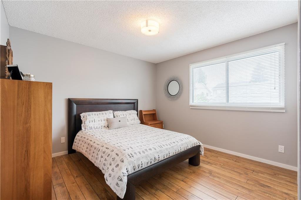 Photo 23: Photos: 115 WOODGLEN Road SW in Calgary: Woodbine Detached for sale : MLS®# C4299920