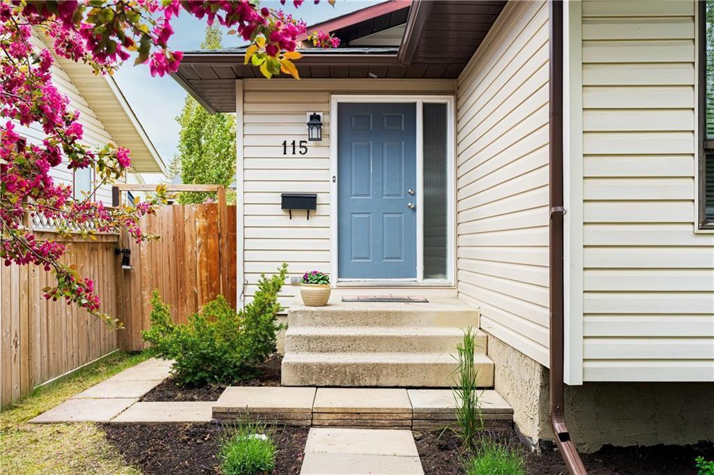 Photo 2: Photos: 115 WOODGLEN Road SW in Calgary: Woodbine Detached for sale : MLS®# C4299920