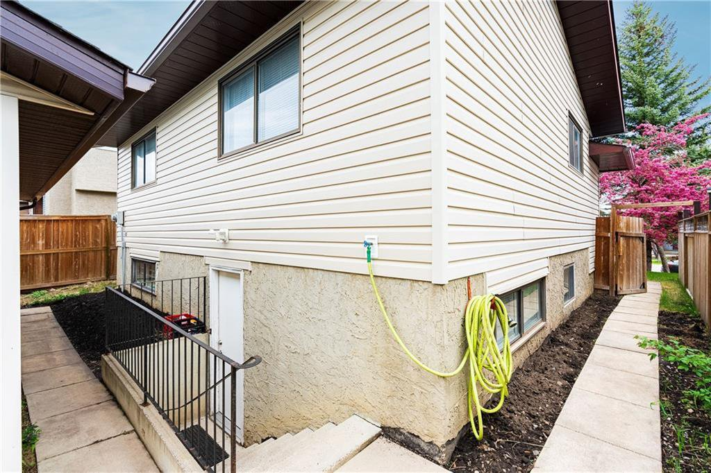 Photo 36: Photos: 115 WOODGLEN Road SW in Calgary: Woodbine Detached for sale : MLS®# C4299920