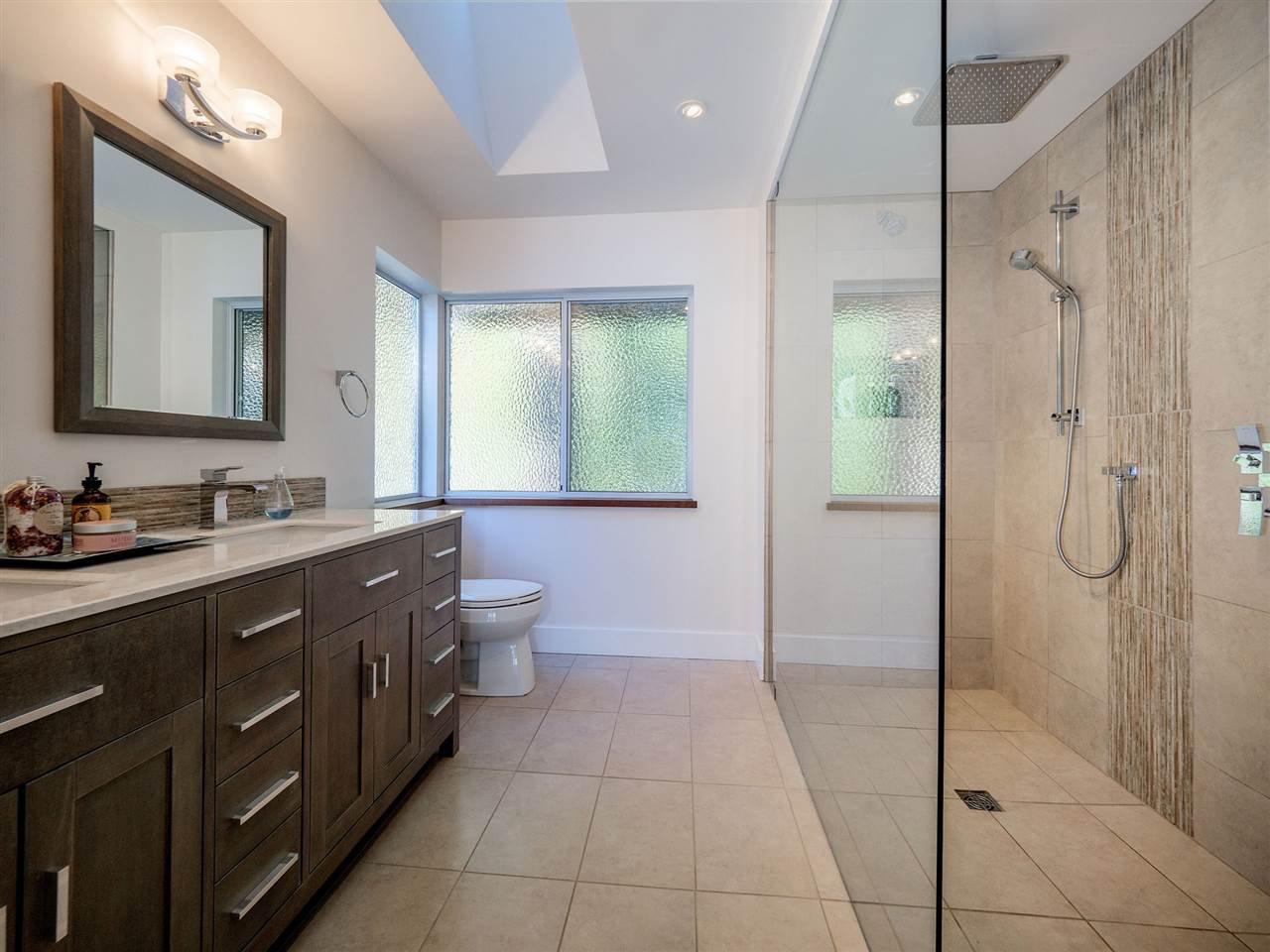 "Photo 25: Photos: 7101 DALE Road in Sechelt: Sechelt District House for sale in ""Caleda Estates"" (Sunshine Coast)  : MLS®# R2515160"