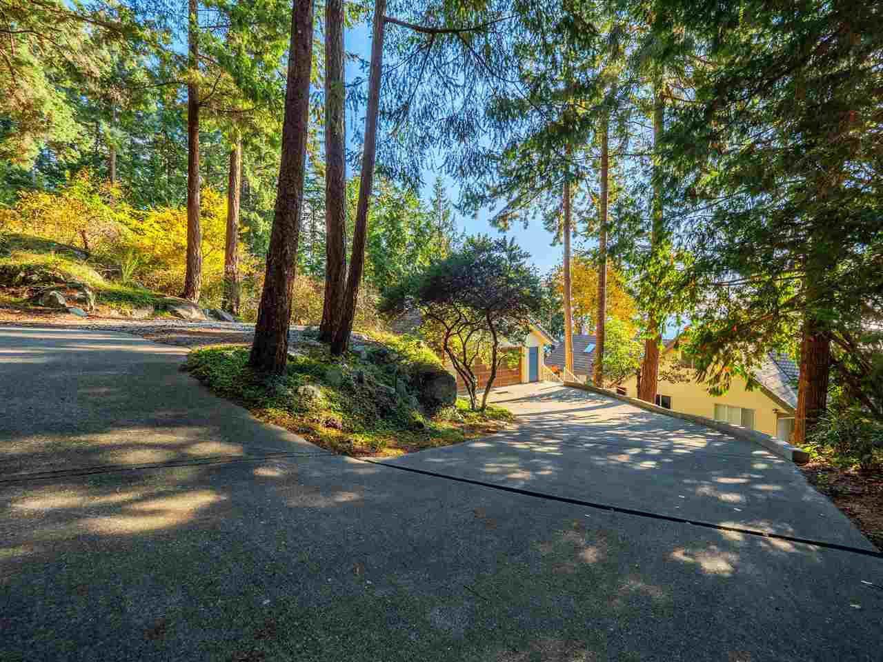"Photo 10: Photos: 7101 DALE Road in Sechelt: Sechelt District House for sale in ""Caleda Estates"" (Sunshine Coast)  : MLS®# R2515160"