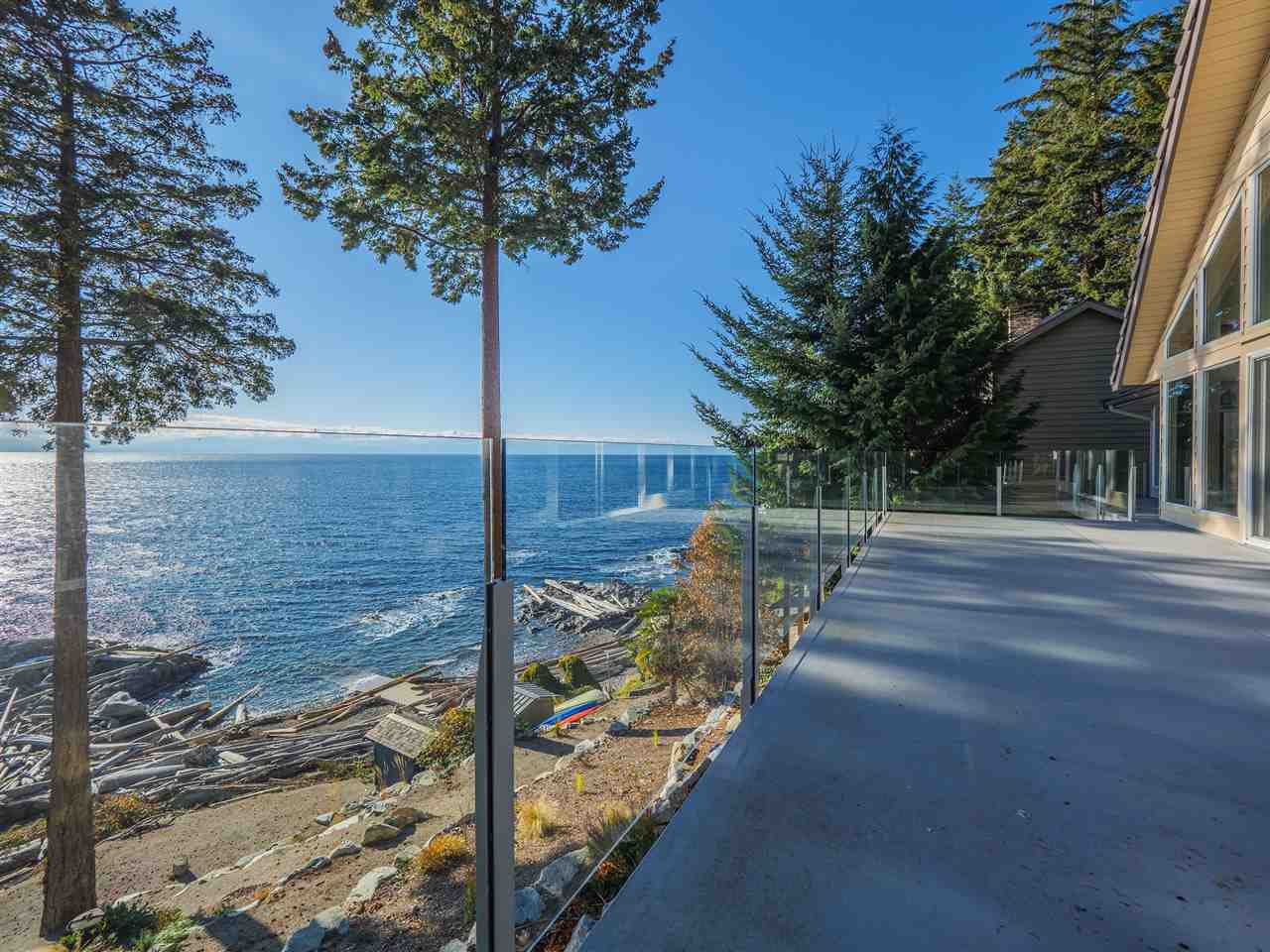 "Photo 3: Photos: 7101 DALE Road in Sechelt: Sechelt District House for sale in ""Caleda Estates"" (Sunshine Coast)  : MLS®# R2515160"
