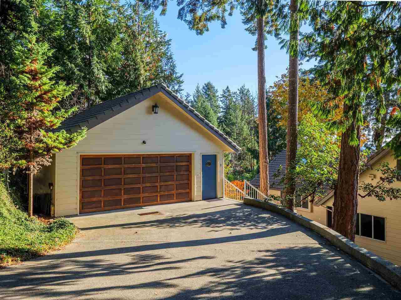 "Photo 13: Photos: 7101 DALE Road in Sechelt: Sechelt District House for sale in ""Caleda Estates"" (Sunshine Coast)  : MLS®# R2515160"