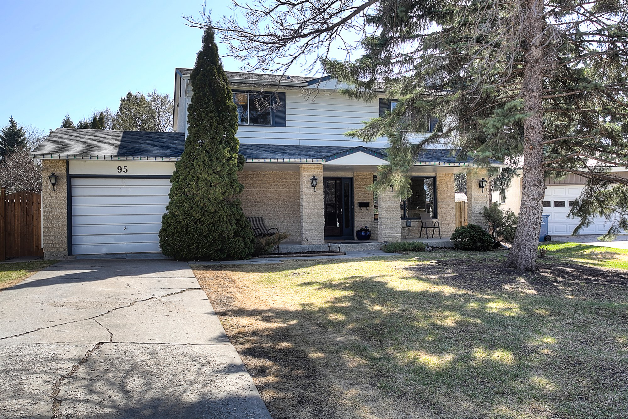 Main Photo: 95 Rochester Place in Winnipeg: Fort Richmond Single Family Detached for sale (1K)  : MLS®# 1811580
