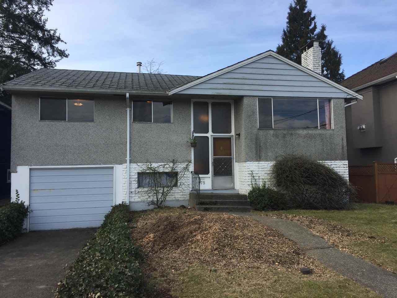Main Photo: 575 DUNCAN AVENUE: House for sale : MLS®# R2130185