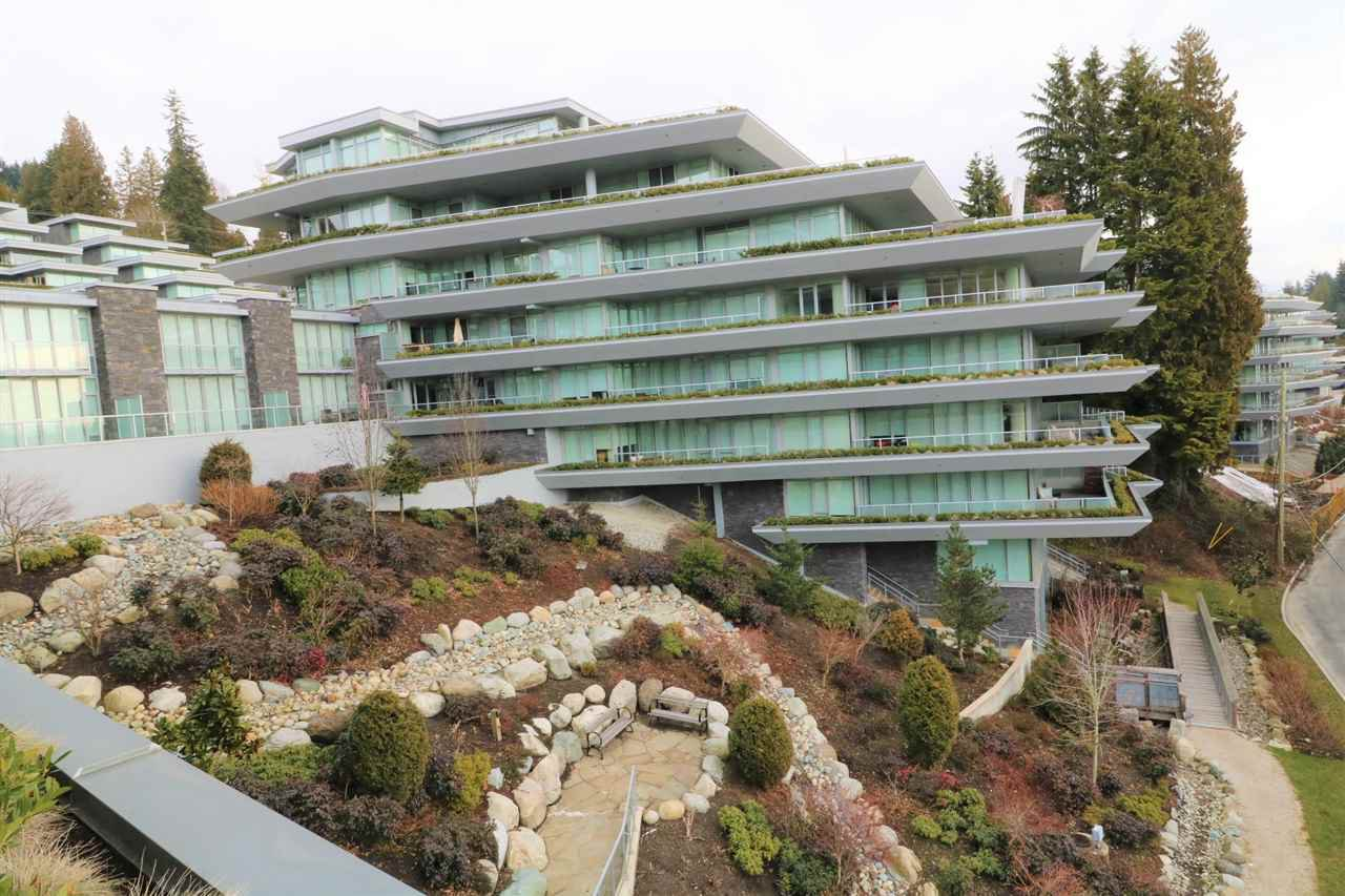 Main Photo: 302 888 ARTHUR ERICKSON PLACE in West Vancouver: Park Royal Condo for sale : MLS®# R2349158