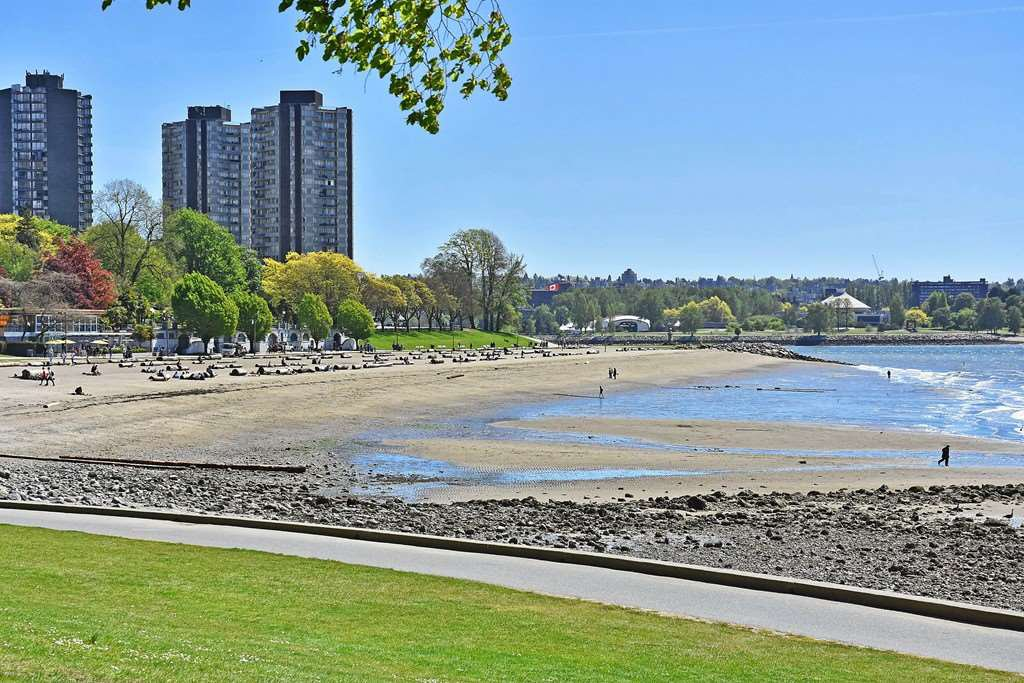 Main Photo: 311 1975 PENDRELL Street in West Vancouver: West End VW Condo for sale (Vancouver West)  : MLS®# R2396117
