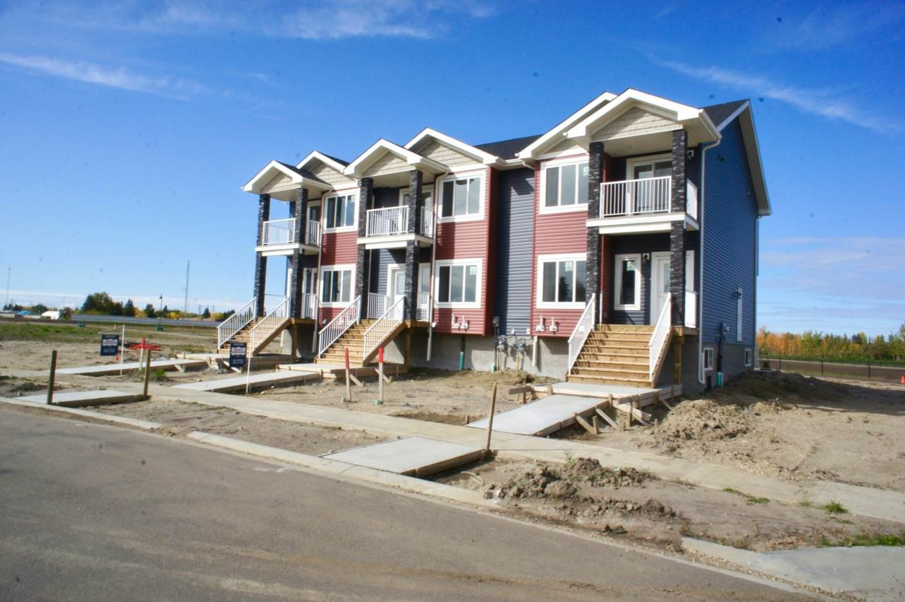 Main Photo: 4510 50 Avenue: Redwater Attached Home for sale : MLS®# E4169761