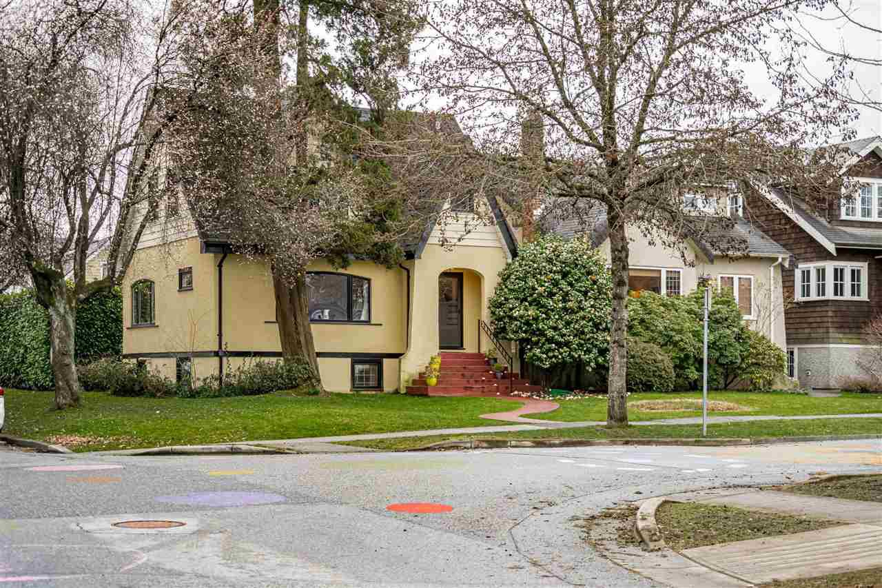 Main Photo: 208 W 23RD AVENUE in Vancouver: Cambie House for sale (Vancouver West)  : MLS®# R2444965