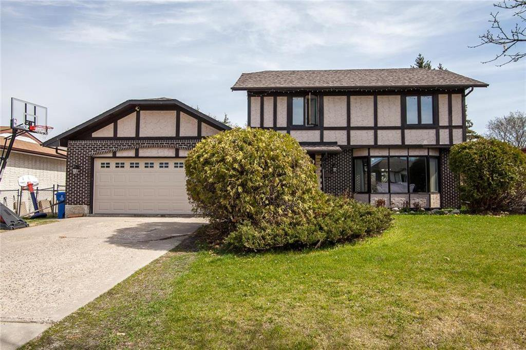 Main Photo: 18 Jewett Bay in Winnipeg: River West Park Residential for sale (1F)  : MLS®# 202010732
