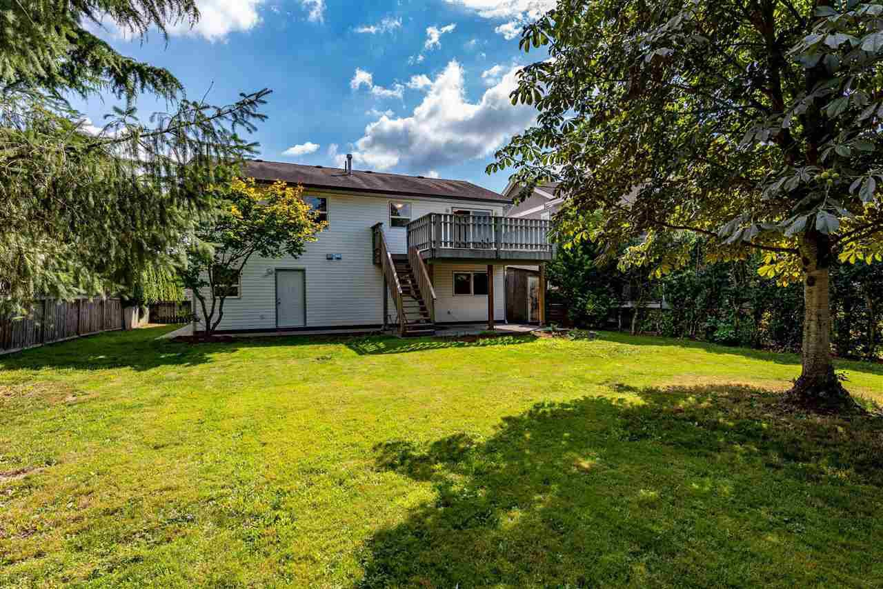 """Photo 2: Photos: 34717 5 Avenue in Abbotsford: Poplar House for sale in """"Huntingdon Village"""" : MLS®# R2483870"""