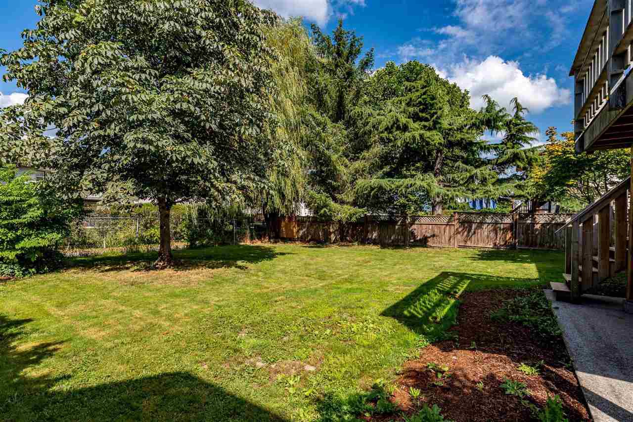 """Photo 3: Photos: 34717 5 Avenue in Abbotsford: Poplar House for sale in """"Huntingdon Village"""" : MLS®# R2483870"""