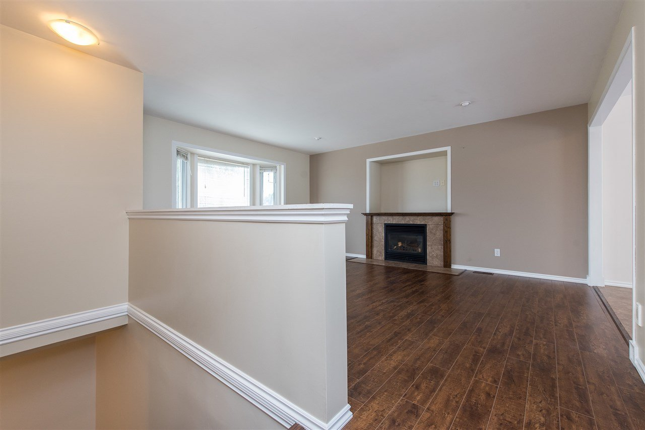 """Photo 4: Photos: 34717 5 Avenue in Abbotsford: Poplar House for sale in """"Huntingdon Village"""" : MLS®# R2483870"""
