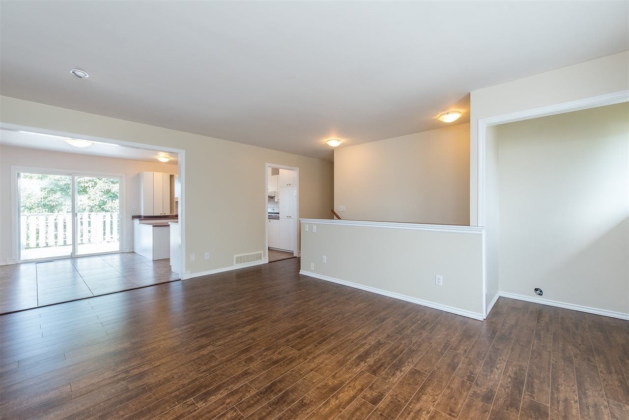 """Photo 7: Photos: 34717 5 Avenue in Abbotsford: Poplar House for sale in """"Huntingdon Village"""" : MLS®# R2483870"""