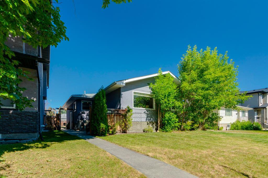 Main Photo: 136 41 Avenue NW in Calgary: Highland Park Semi Detached for sale : MLS®# A1027994